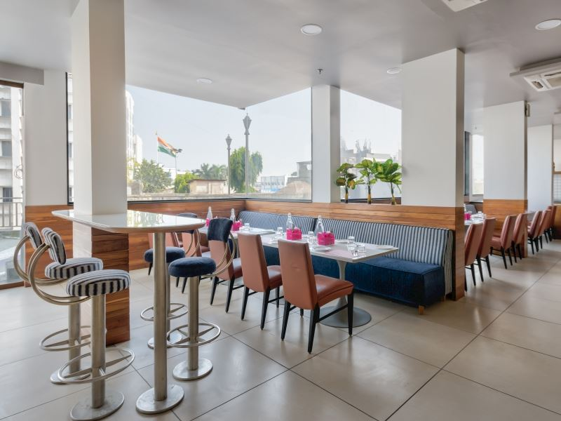Restaurant in Ginger Hotels Surat City Center